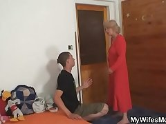 Old mother riding her man'_s cock