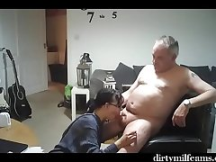 Older Couple Have a Great Time - dirtymilfcams.com