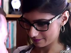 Huge tits and big booty arabic babe Mia Khalifa gets fucked