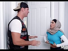 Large tits of arab floozy get exposed
